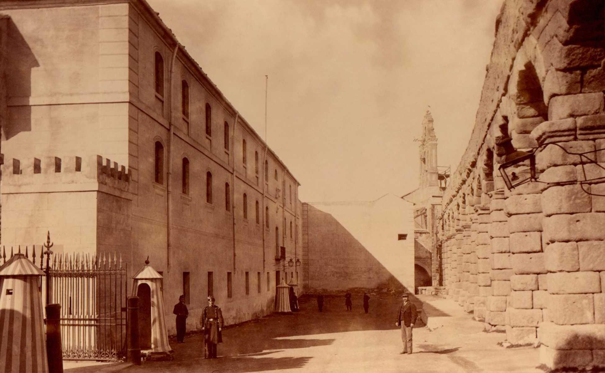 9.- Academia de Artilleria, Biblioteca. FOT. 39-7
