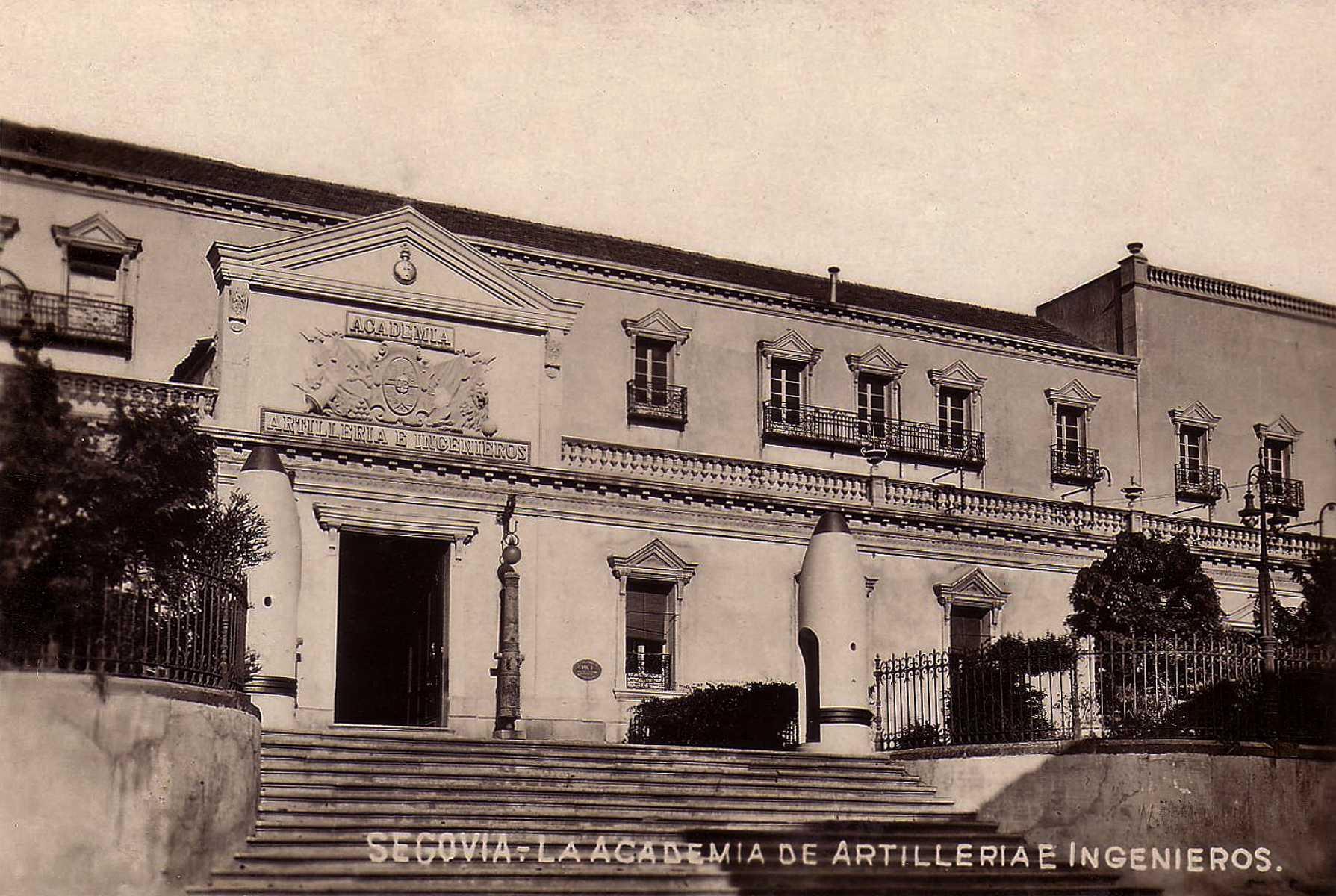 Fachada de San Francisco. El 30 de junio de 1931 se creó la Academia mixta de Artillería e Ingenieros.