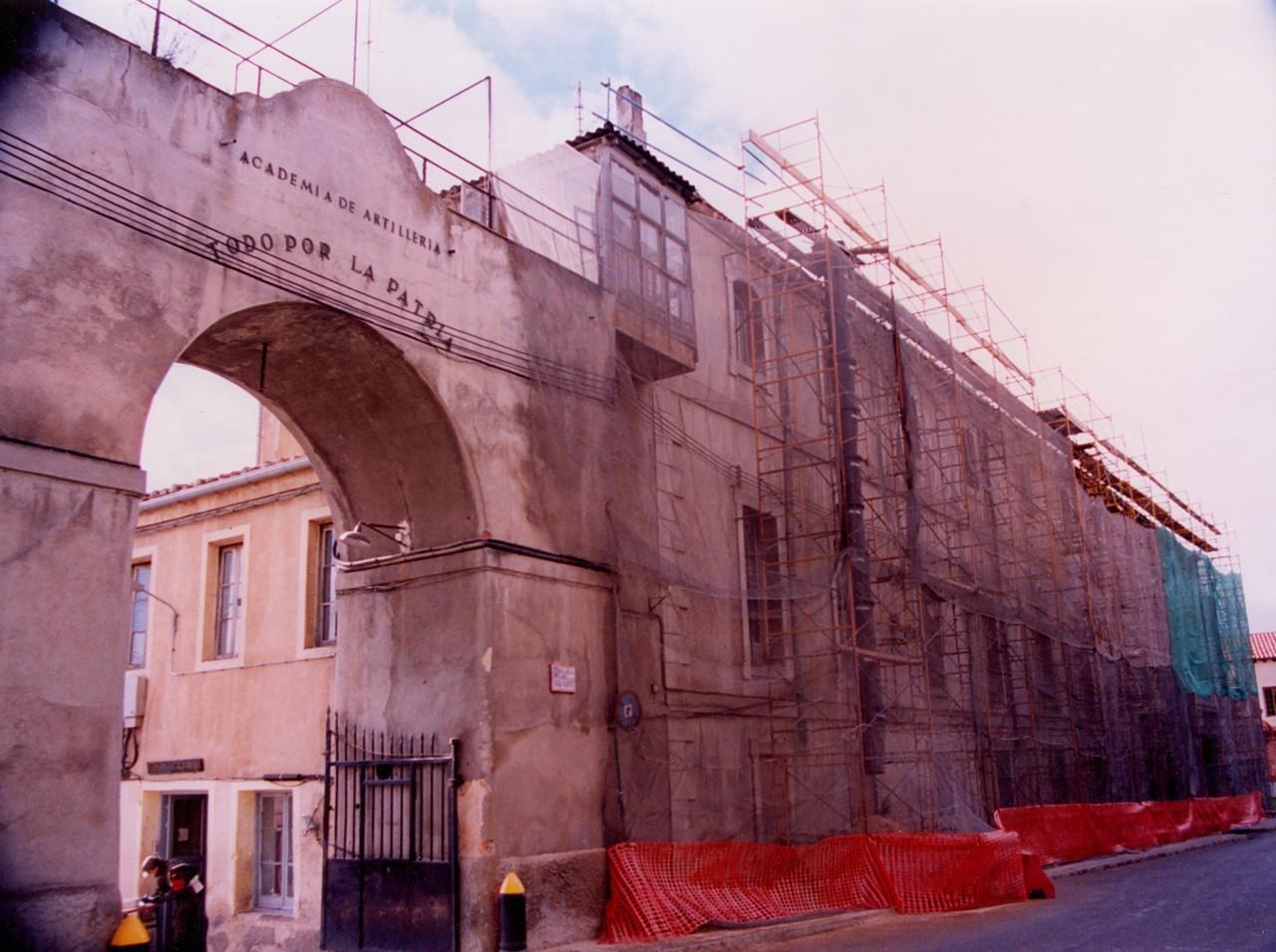 Fachada de Día Sanz, 1996. Obra de reparación. 15.- ACADEMIA DE ARTILLERÍA, BIBLIOTECA. FOT. 4-E-38.