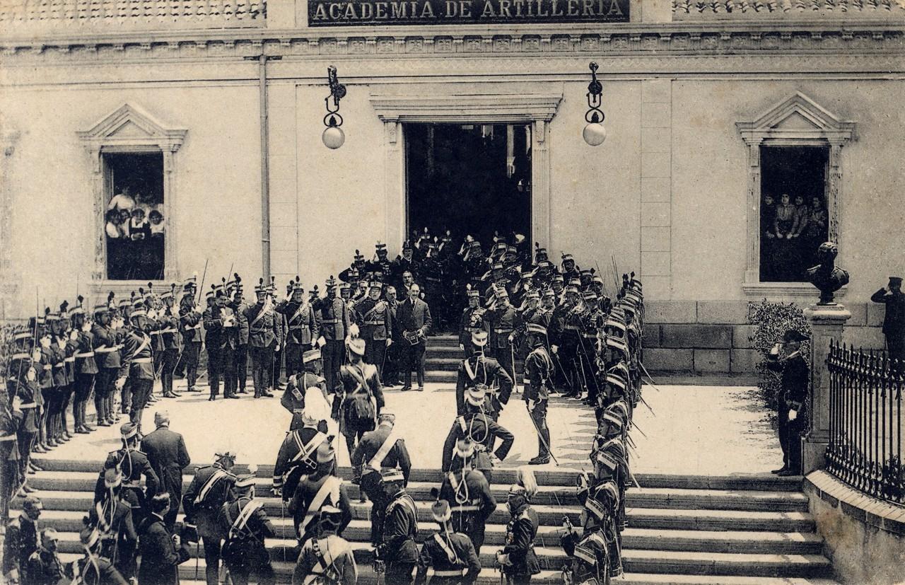 Fachada de San Francisco, junio de 1913. 28.- Colecciones y archivos particulares de D. Javier Alonso Herranz.