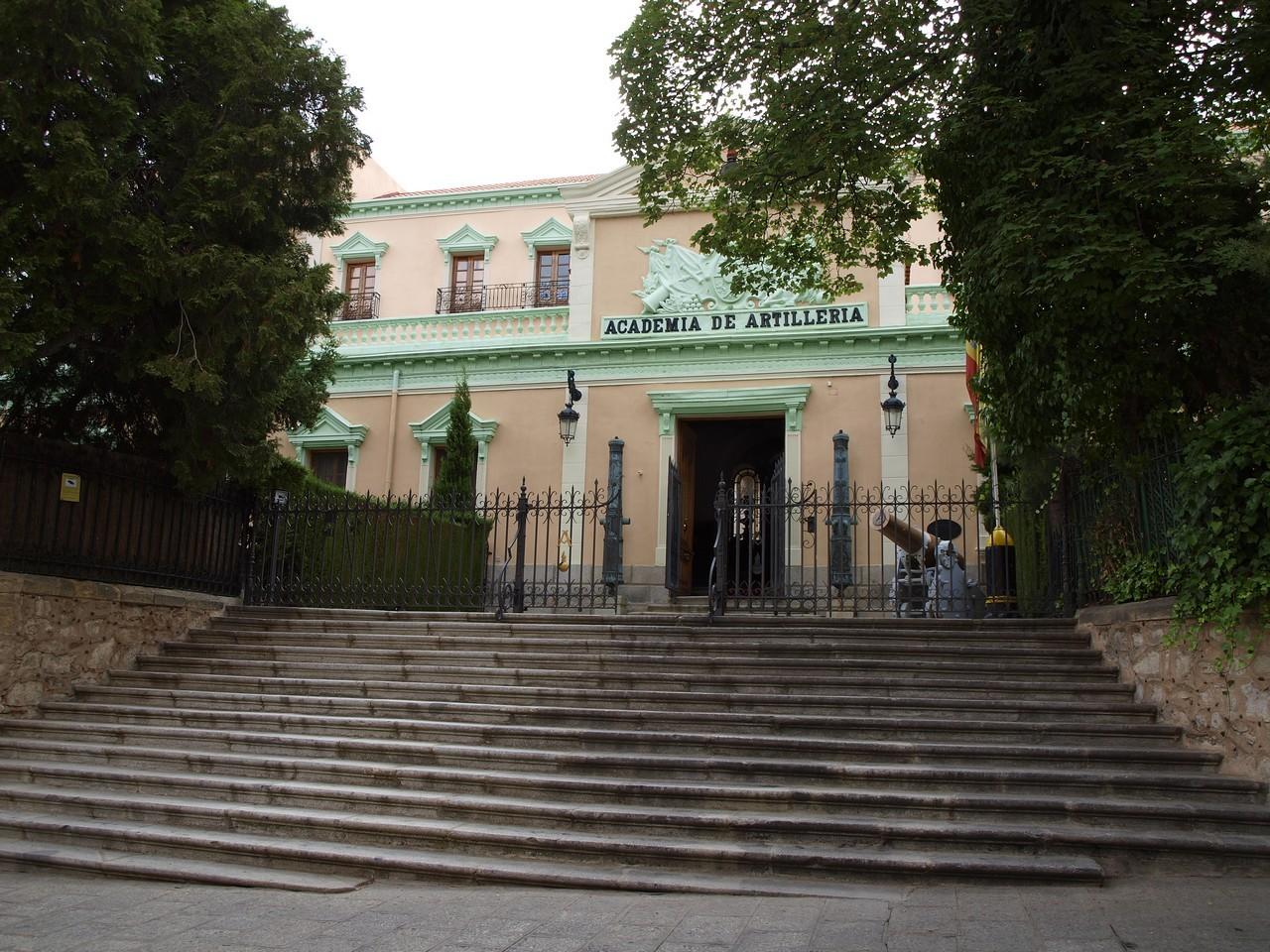 Fachada de San Francisco, 2011. En 2005 se restauró la escalinata y en 2009 se puso la verja de cerramiento. 34.- ACADEMIA DE ARTILLERÍA, BIBLIOTECA. La ACART en 2011 (fotografía realizada por D. Ángel Sanz Andrés).