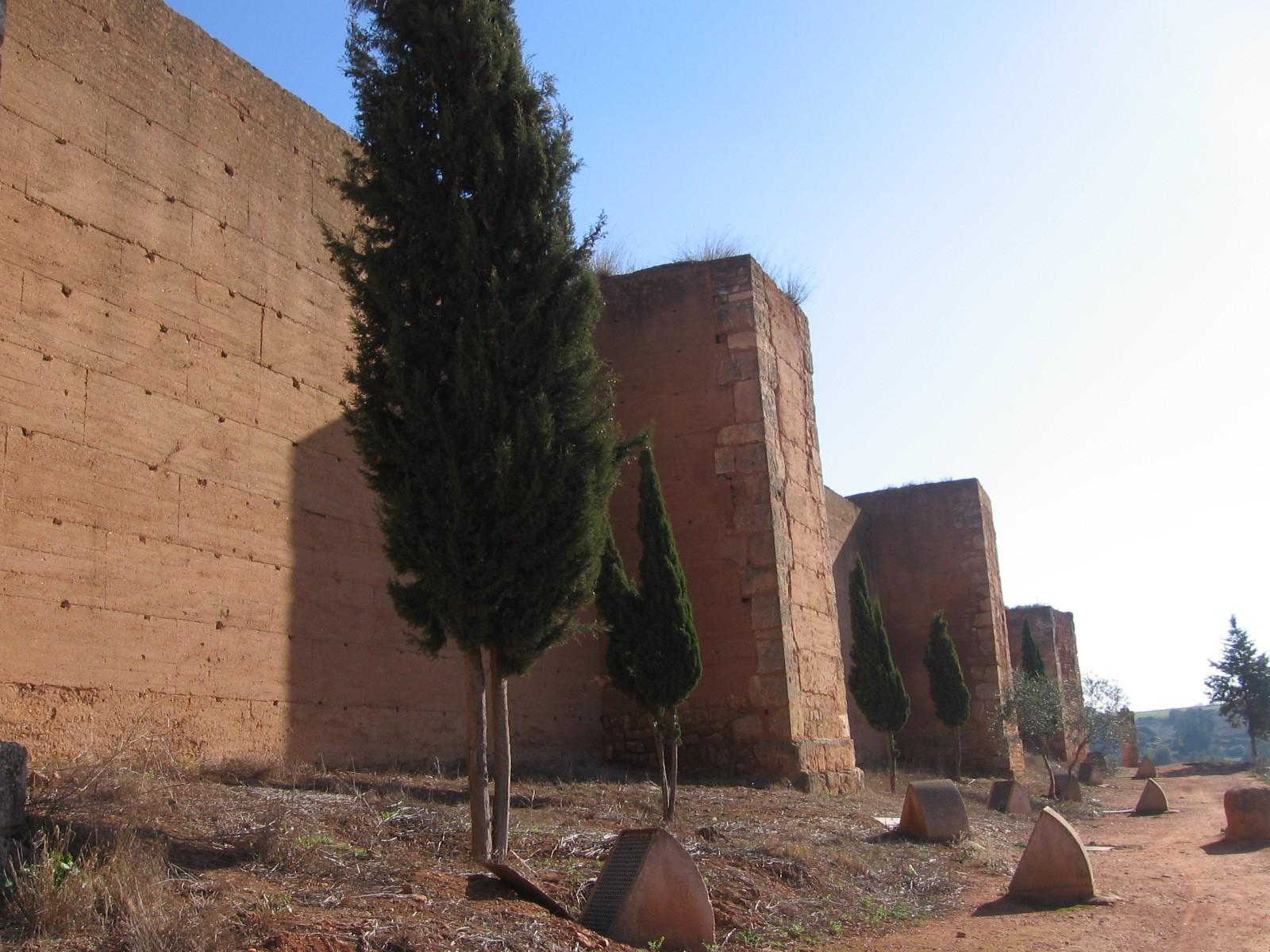 Murallas de la ciudad de Niebla.