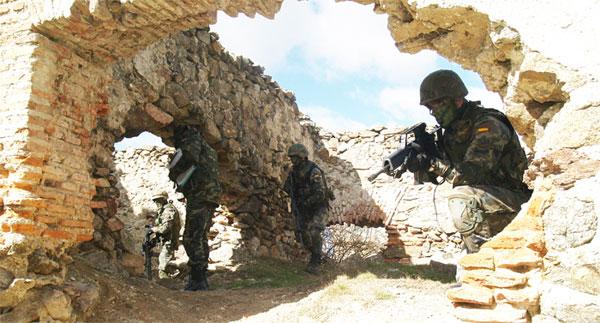 """Los futuros sargentos de Artillería se enfrentan al """"Centurión Gris"""""""
