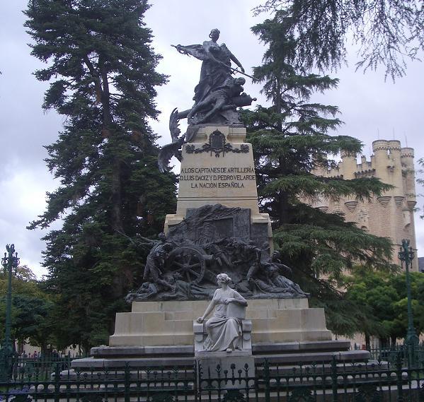 Monumento Daoíz y Velarde, en el Alcázar de Segovia. Obra de Aniceto Marinas