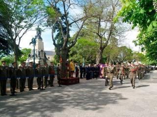 Desfile de la unidad de alumnos ante la Autoridad