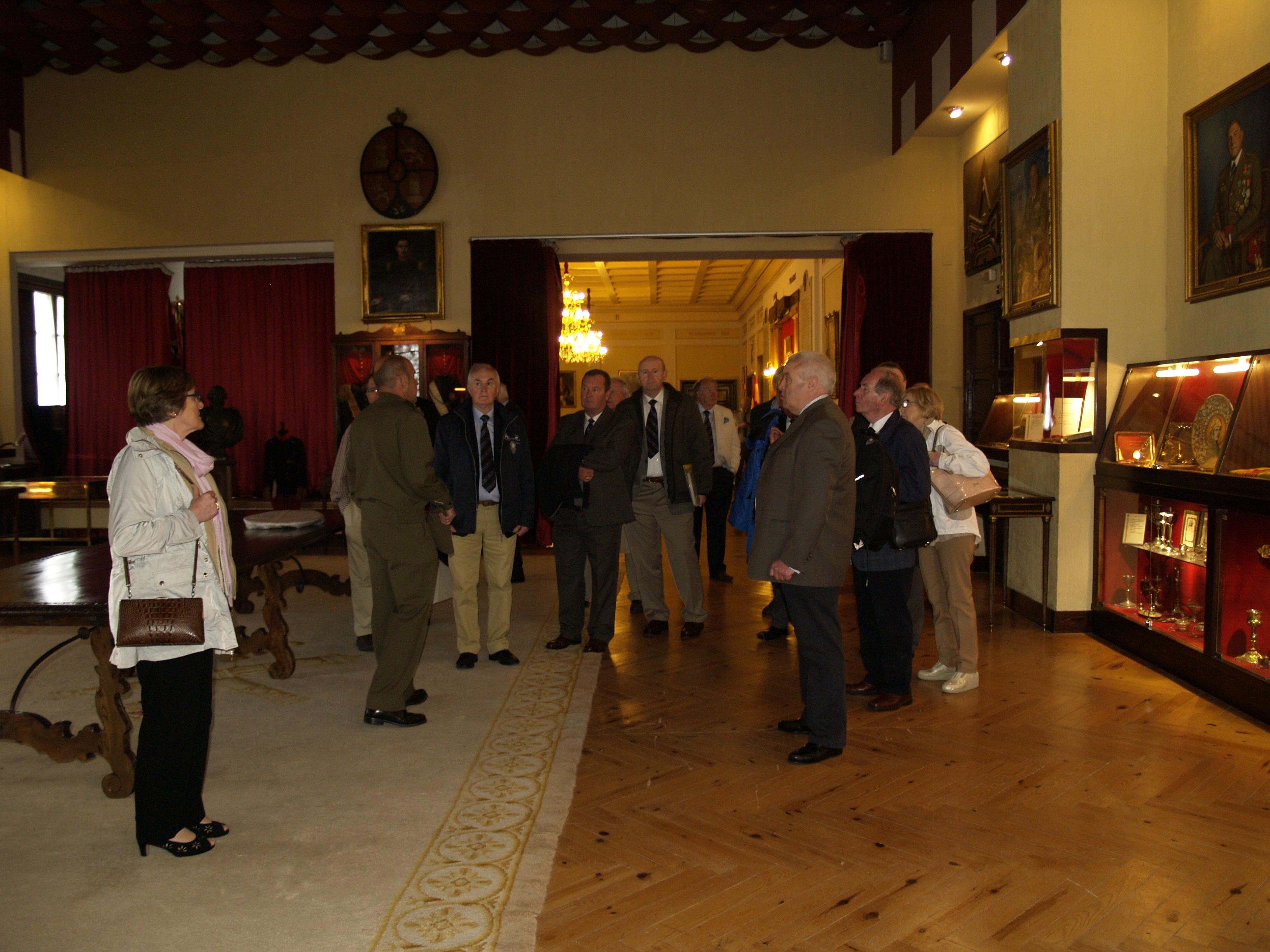 Veteranos artilleros irlandeses visitan la Academia de Artillería 1