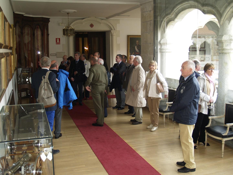 Veteranos artilleros irlandeses visitan la Academia de Artillería